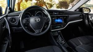 2017-Toyota-Corolla-int
