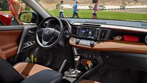 2017-Toyota-RAV4-Hybrid-int