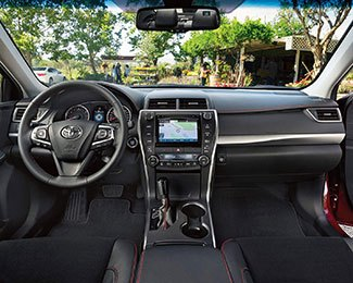 2017-Toyota-Camry-int