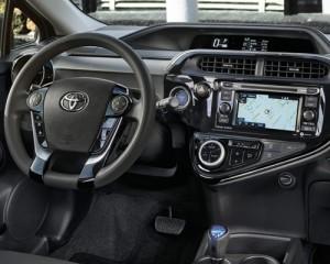 Toyota-2018-prius-c-interior1