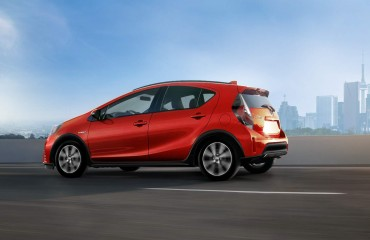toyota-2018-prius-c-technology-package-absolutely-red-l