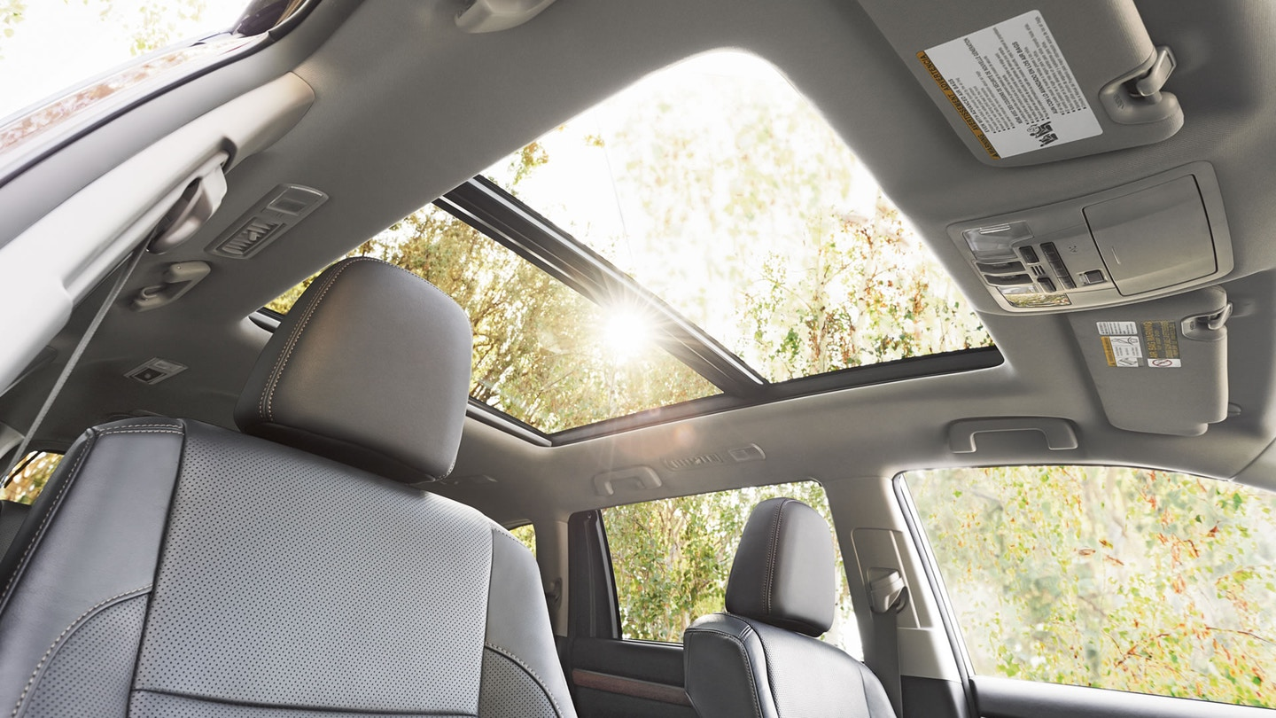 2018 Toyota Highlander Sun Roof@ Milton Toyota in Greater Toronto Area